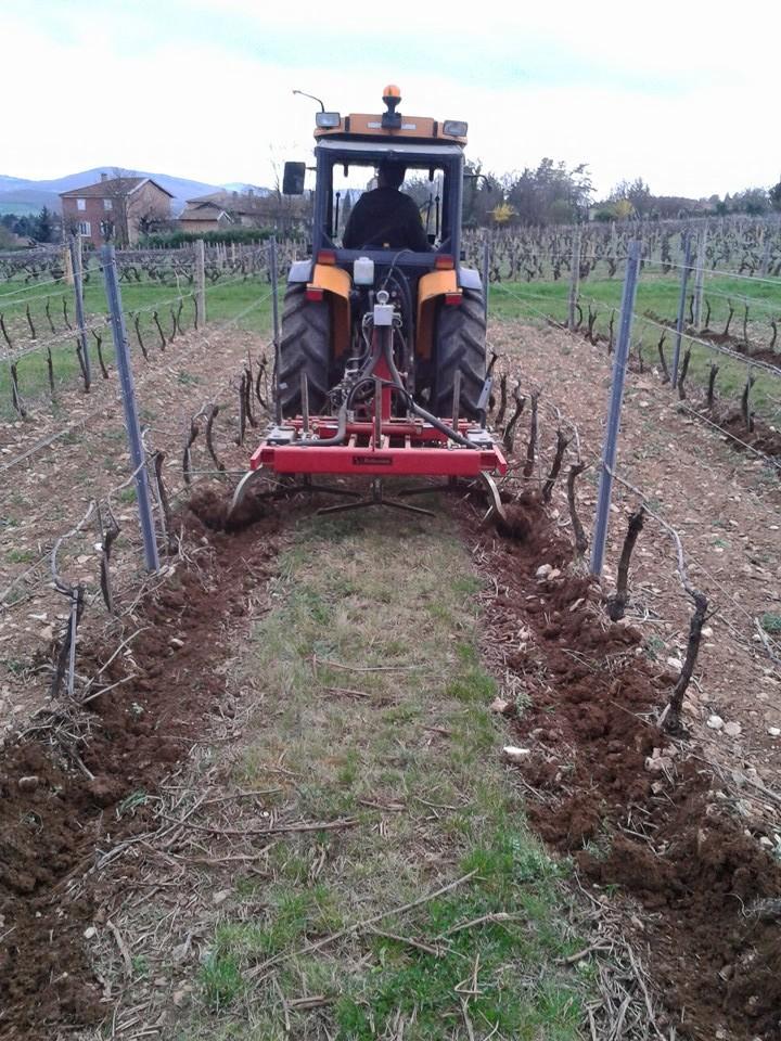 Travail du sol bio - Vignoble PERRAS